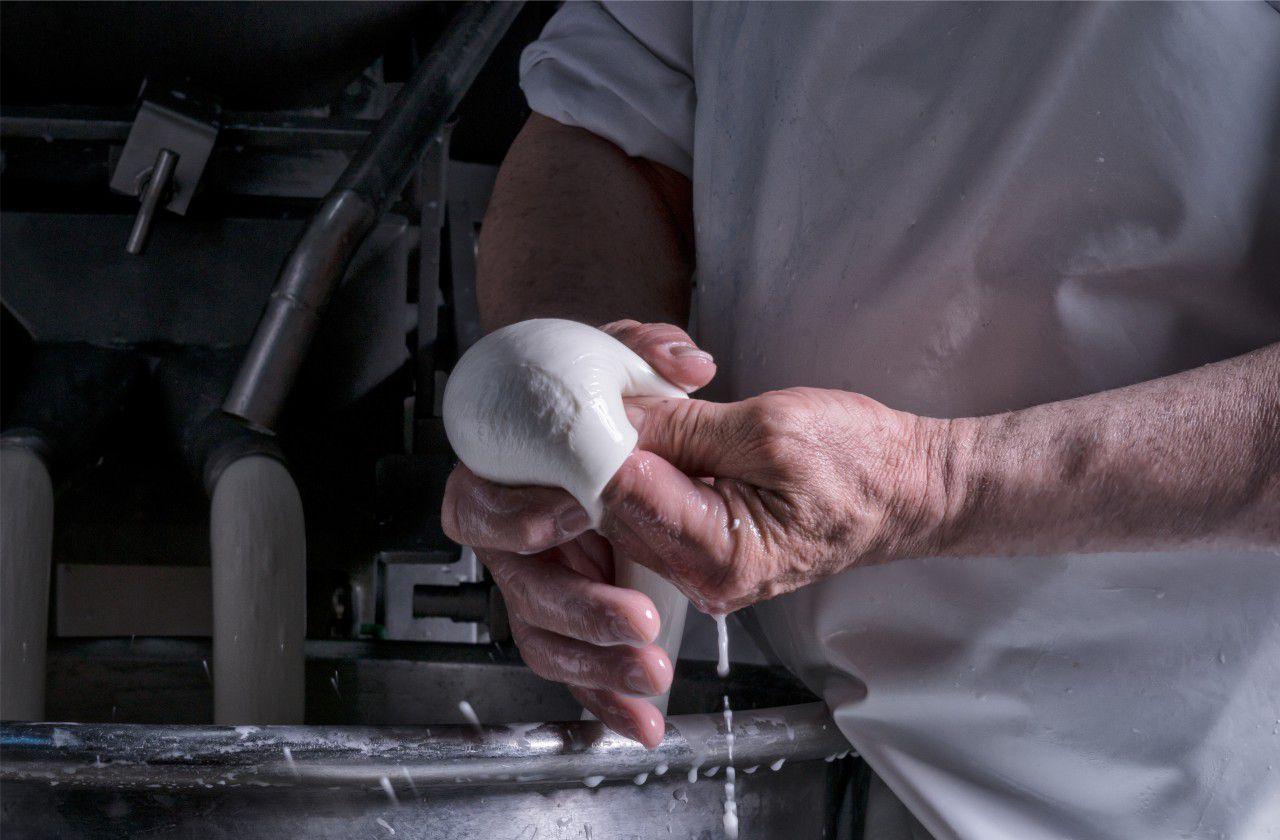 caseificio-tarantino-home-page-mozzarella